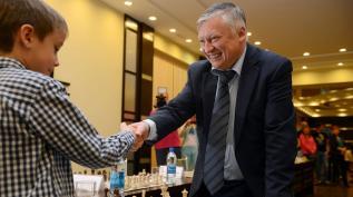 Анатолий Карпов | В шахматном порядке